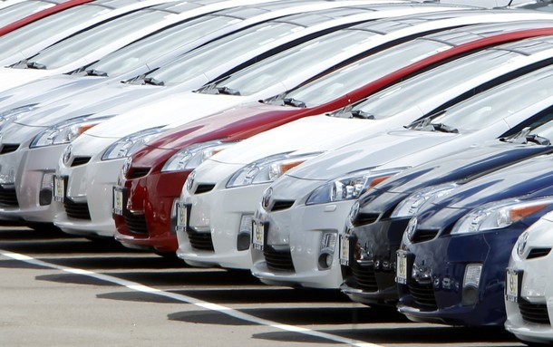 Para arriba, la compra de automóviles nuevos