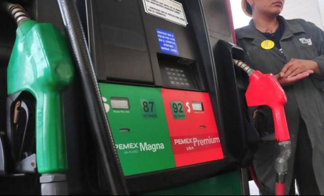 Baja dos centavos precio de los combustibles