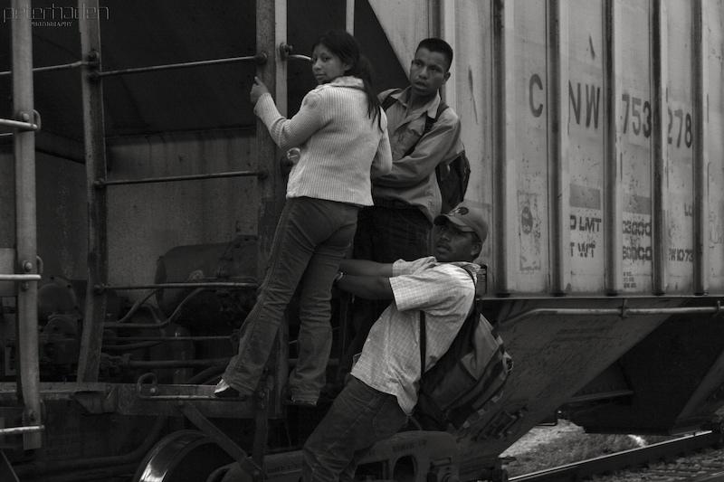 """A Mujeres Migrantes """"les Toca Aceptar"""" que van a ser Violadas al Cruzar por México: Astrid Cuero"""