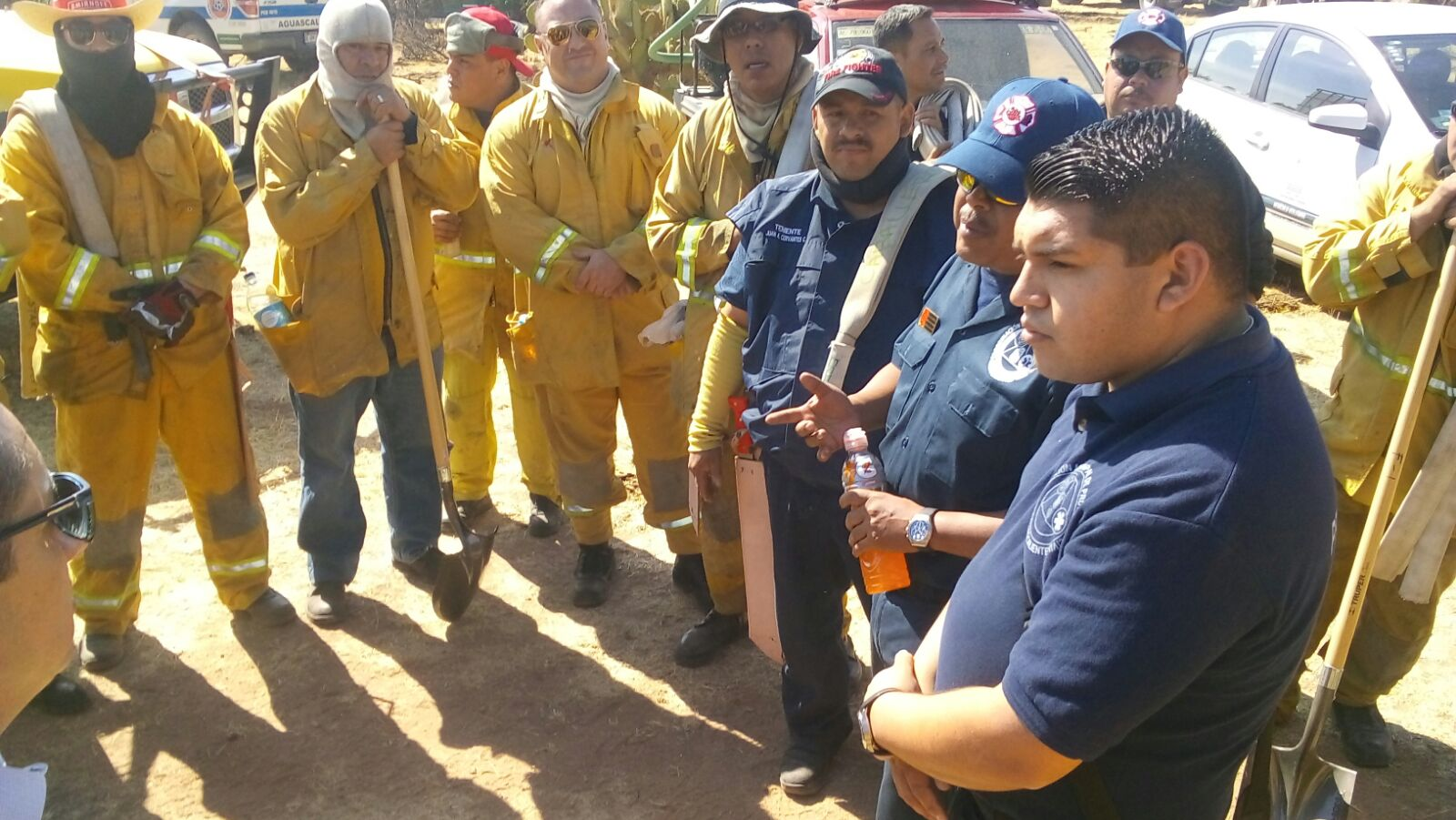 Continúan labores de sofocación de incendio forestal en el Cerro de los Gallos