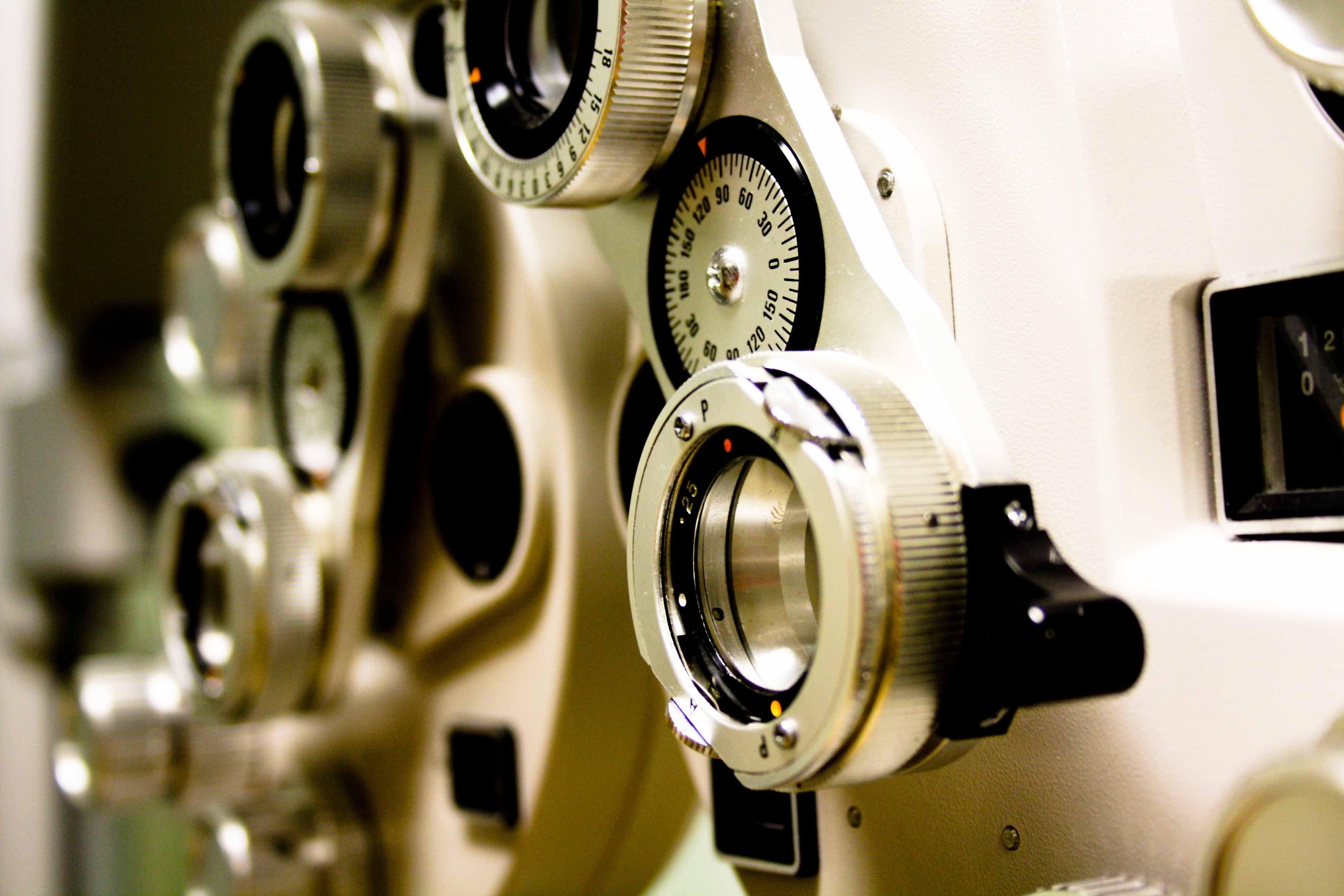 Aumentarán los casos de problemas visuales en jóvenes para el 2025