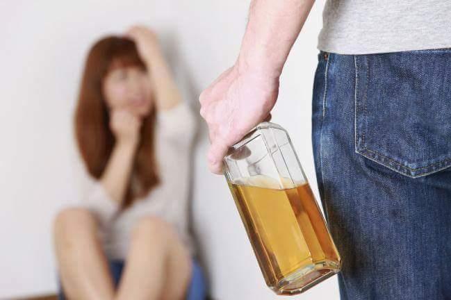 El alcohol es una parte fundamental de la violencia de pareja