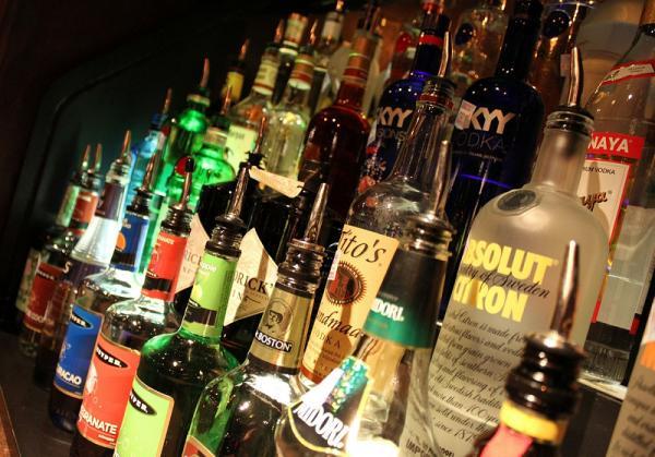 Llaman a los asistentes a la FNSM a beber con moderación