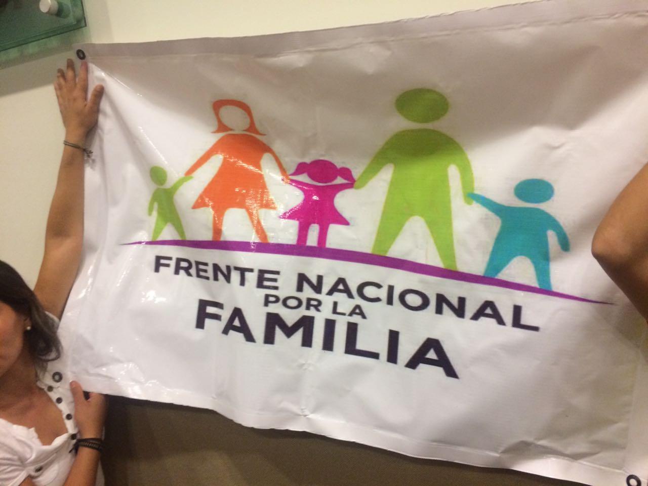 Evaden debate conferencistas del Frente Nacional por la Familia