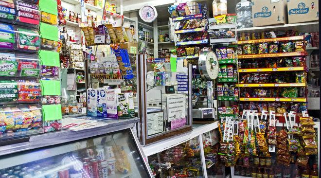 Continúa cierre de tiendas de abarrotes por proliferación de tiendas de conveniencia