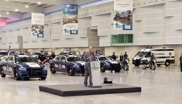 Con Recursos por 32 mdp Entrega Gobernador Vehículos a Policías