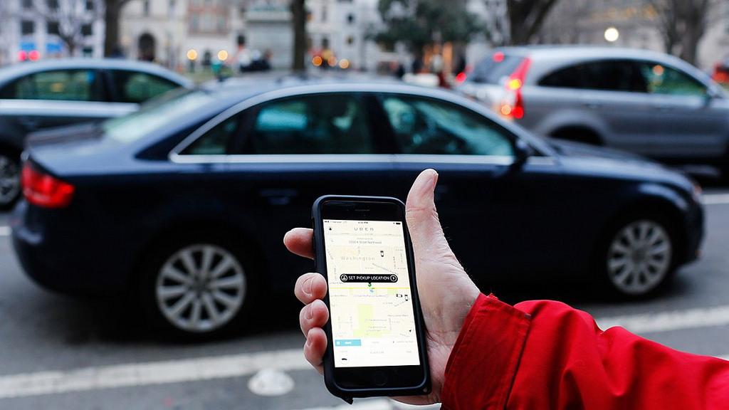 """Operan por lo menos 200 vehículos particulares """"pirata"""" como Uber"""
