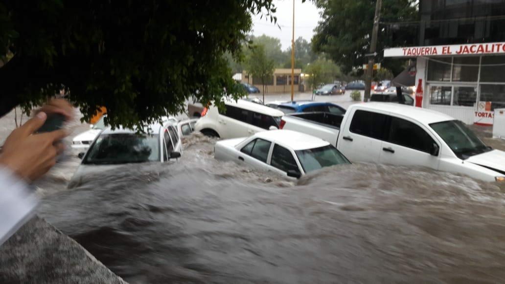 Lluvias afectaron 32 colonias y 30 autos
