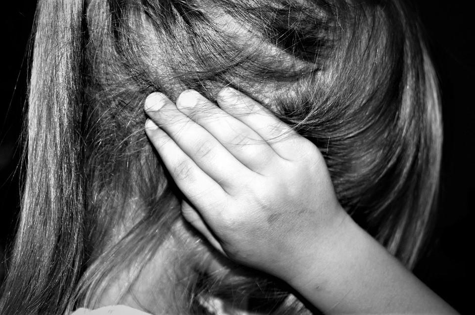 Muere niña en AGS por violencia prolongada; padre es el principal sospechoso