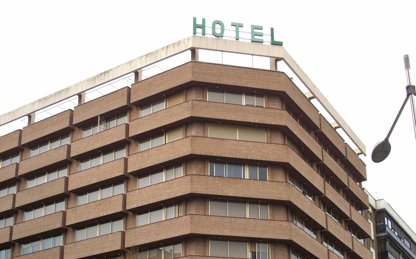 Despiden hoteles a personal; algunos podrían cerrar por precio de la luz